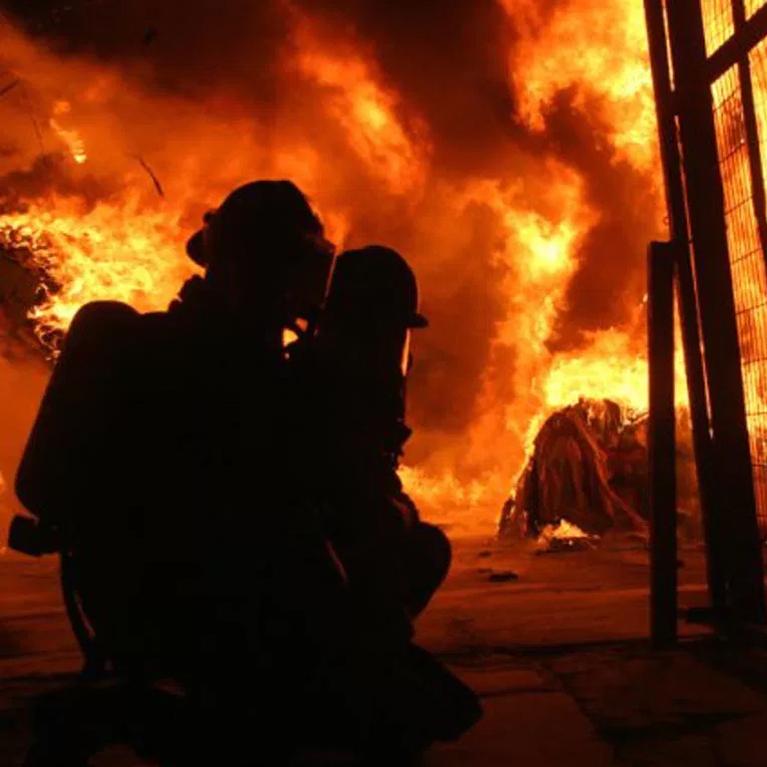 Control y extinción de incendios en interiores (FLASH OVER Y BACKDRAFT)